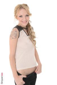 Blonde VirtuaGirl - Belle Claire stripper